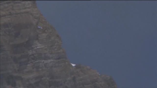 News video: Raw: Record-breaking BASE Jump From Mt. Everest